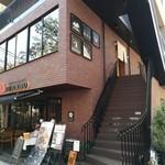 74471852 - 店舗入口への階段