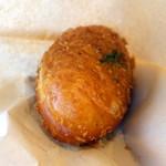 パンの田島 - 半熟卵ビーフシチュー揚げたてパン220円