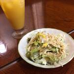 ナマステ - セットのサラダ&マンゴージュース