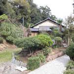 黒塀 - 江戸時代から続く民家をリノベーションしたという「黒塀」さん。庭は緑豊か