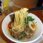 笑美寿亭 - 麺は太麺