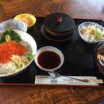 優雅 - イクラ丼定食