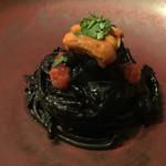 74481264 - ヤリイカのスミ煮のスパゲッティ 北海道産 生ウニとともに