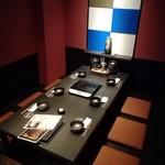 美食倶楽部 まる和 - 最大8名までの掘りごたつ式の個室です。