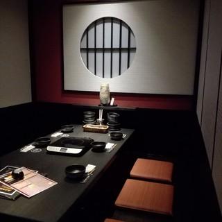 隠れ家のような個室で美味しいお料理を堪能できます
