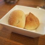 ビストロ ドゥ ペリゴール - 自家製パン