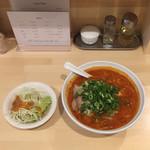 Zen - 辛みそラーメン とサービスのサラダ