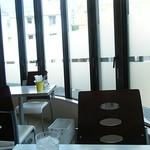 アルカディア - 窓枠が牢屋に見えるのは、気のせい?