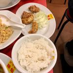 郭 政良 味仙 - Aセットの唐揚げ 揚げ餃子 ライス