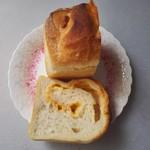 パンドウー - 贅沢なチーズフランスパン