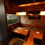 豚肉創作料理 やまと  - 夜景が見える小上がり席です。お席は掘りごたつになっております。