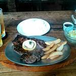 バーズイン カフェ - 1 pound beefsteak(1ポンドビフテキ)450gの炭火焼ステーキ、サラダ、ライス、ドリンク