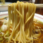 74489899 - 中華そば(醤油)/麺リフト