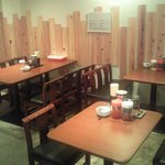 らーめん市場 - 奥にテーブル席ございます。グループ・ご家族での御来店お待ちしております。