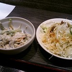 ぽど - サラダの下に小鉢がおった。