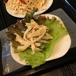 リスちゃん - ライスペーパーに野菜、ミミガーをのせて