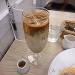 幸せのパンケーキ - カフェラテ(560円)