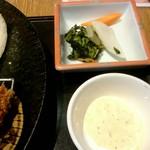 かつ久亭 - 漬物、タルタルソース