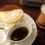 星乃珈琲店 - 窯焼きスフレ チョコレートソースとアイス豆乳ラテ