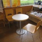 道の駅 桜島 火の島 めぐみ館 - テーブル