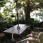 木の実 - 森の中のカフェ席が充実!