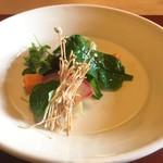 ろあん松田 - 山椒オイルを使用した温かいサラダ