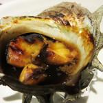 たぐせん - サザエのつぼ焼き。食べやすいようにカットされてます。
