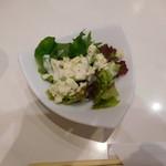 パスタハウス トライアングル - ミニサラダ ダイス状のはチーズ(種類失念)