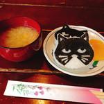 黒猫舎 - 猫むすびとサービスのお味噌汁♪