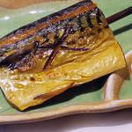 74502828 - 【北新地でランチ】 炭火焼魚と漁師汁 塩さば \800