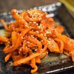 炭火焼肉徳重 - スルメキムチ(自家製)