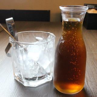 ウーロン茶が180円で、何名様でも飲み放題!
