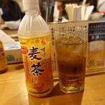 千匹屋 立ち飲み屋 - ☆お外の麦茶で!(^^)!☆