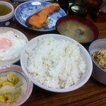 大衆食堂 井月 - 鮭定食