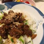 岩崎本舗 - どんぶり白ご飯にのっけて、ウマウマの角煮まぶし