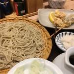 ソバキチ - もりそば 600円と天ぷら かしわ、なす120円ずつ? そばは普通。立地と立地にしては落ち着ける感じがウリなのかなと。