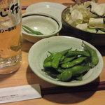 居心伝 - 生ビール(キリン一番搾り)は294円と激安。キャベツ(210円)、枝豆262円。