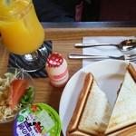 カフェ カプチーノ - 料理写真:ホットサンド、カレー&チーズ