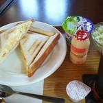 カフェ カプチーノ - ホットサンド  タマゴ&ハム