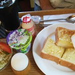 カフェ カプチーノ - アーモンドトースト