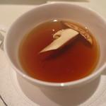 ビストロ備前 - 琥珀色のビーフコンソメスープ