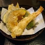 手打ち出雲蕎麦 - ちょい酔セット[¥1100] 天ぷら盛り合わせ