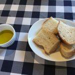 お肉×チーズAmbiente - ランチでお代わり自由のフォカッチャ