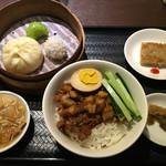 西門食房・小籠包・粥 - 魯肉飯セット(950円)
