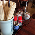 北の茶屋 - 卓上の調味料たち