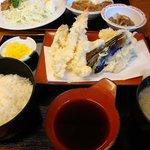 天婦羅 たる松 - 天ぷら、ほどよくカラリと揚がっているよ