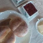 香房 やまぶどう - 料理写真:薪ストーブで焼いたパン