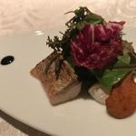 DINING 六区 - 軽く炙ったサバのコンフィとカラスミ 西洋わさびのクリーム