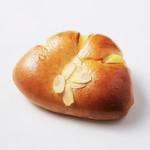 ル・クロワッサン - 六甲山麓牛乳を使用したたっぷりクリームパン