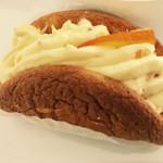 74535366 - オムレットオランジュ   濃厚なクリームにオレンジが相性抜群!